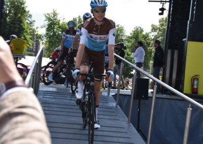 Romain bardet descend du podium