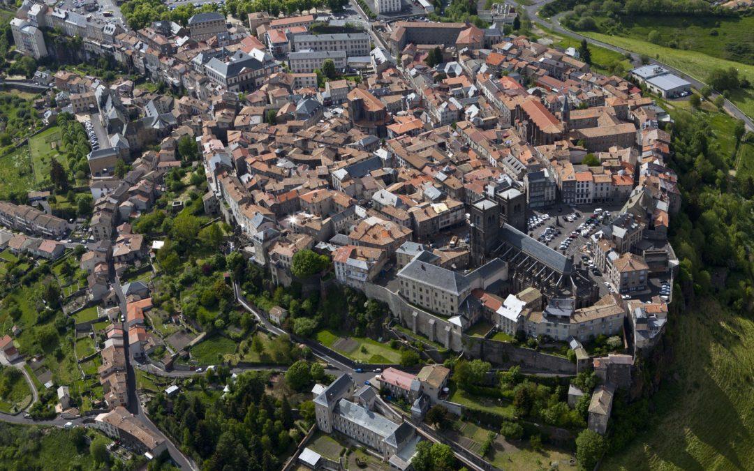 Saint-Flour distinguée par le label « Villes et Villages où il fait bon vivre ».